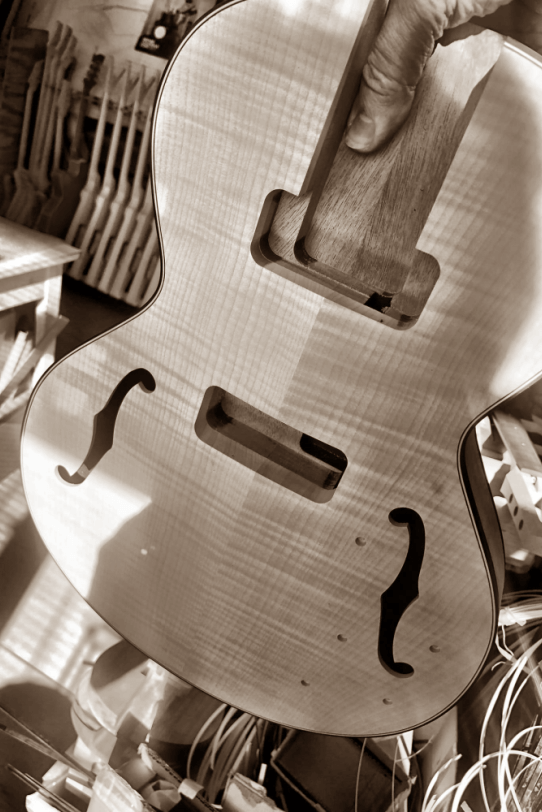 Electric_Guitar_Maybach_Guitars_Little_Wing_Body_wood_history