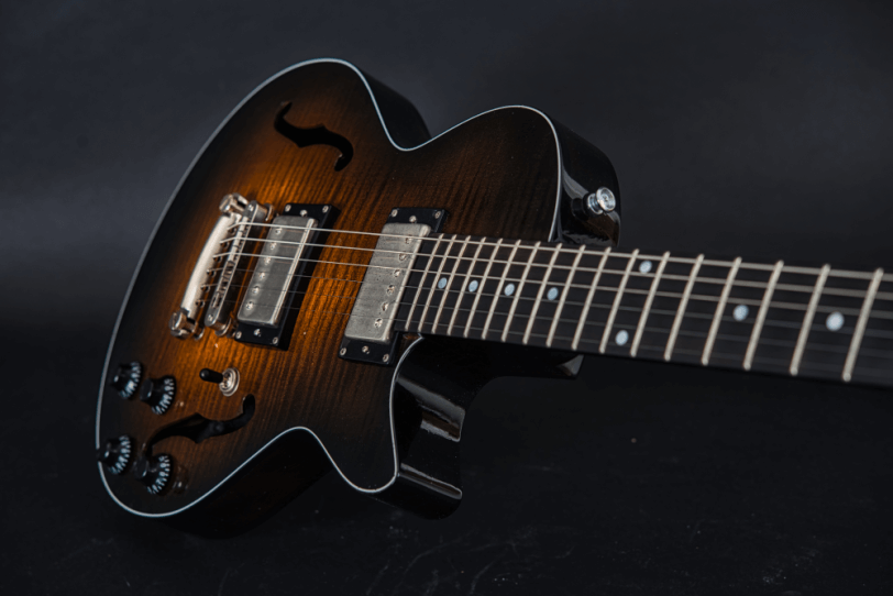 Electric_Guitar_Maybach_Guitars_Little_Wing_Flat-Top_Midnight_Sunset_hero3
