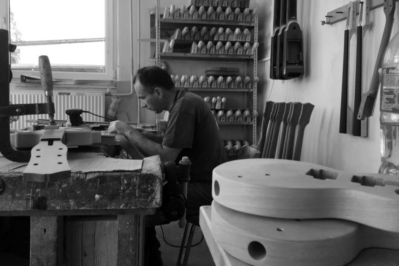 Maybach_Guitars_production_factory_history_employee_wood_handcrafted