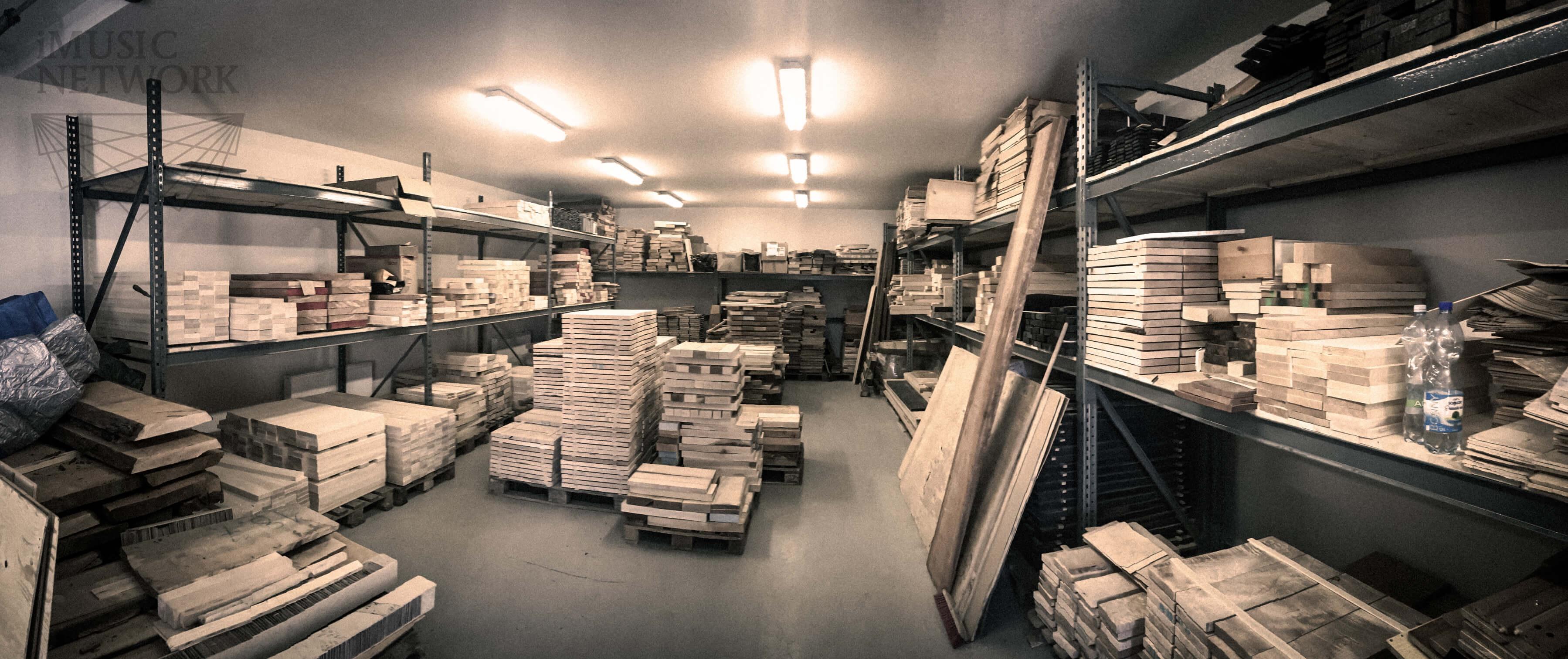 Wood_storage_Maybach-Guitars_lowsat_compressed